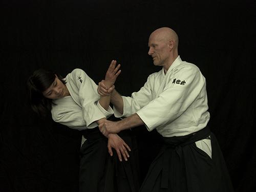 Ushiro ryotedori – Udegarami jujinage